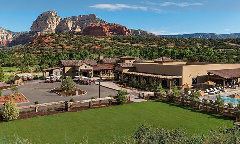 Seven Canyons Clubhouse 23,000-square foot buildings with gastropub and bar overlooking dramatic red rock views.