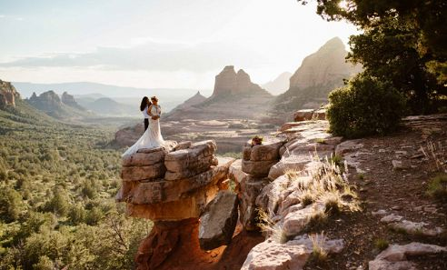 Merry-Go-Round elopement photographed by Traci Edwards Photography, partnered with Pink Jeep Tours. Traci is an adventure elopement, engagement and maternity photographer based in Sedona.